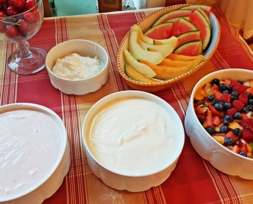 Fruit, yoghurt, curd - mix your favorite fruit yoghurt
