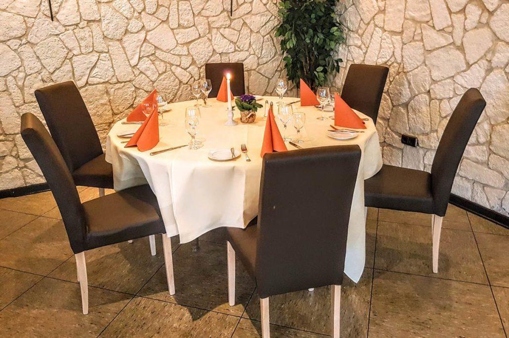 Neue Stühle im Restaurant